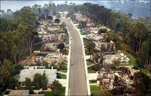 All the houses burned down but the eucalyptus forest just behind the residential strip did not catch fire. Source: CcrippsRanchFire, 2003